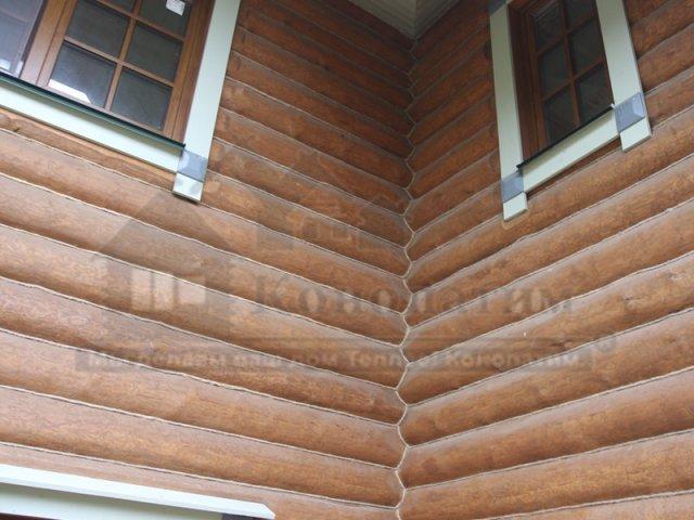 Фото-внешняя конопатка дома ручной рубки в Симагино. Конопатка угла.