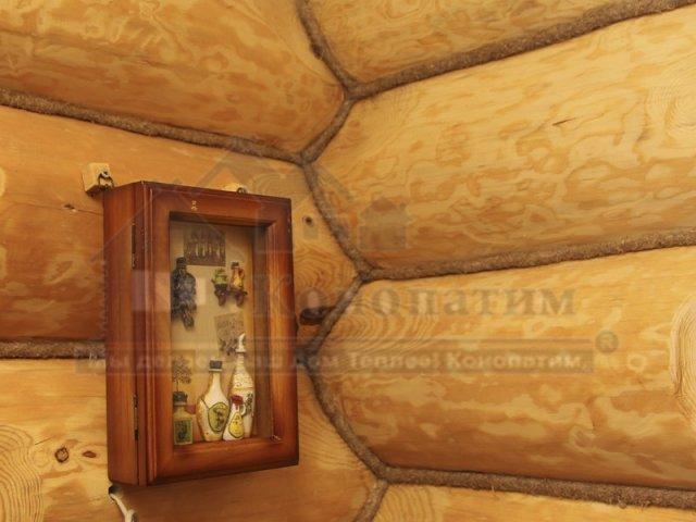 Фото-внутренняя конопатка бани ручной рубки в Симагино. Конопатка в интерьере дома.