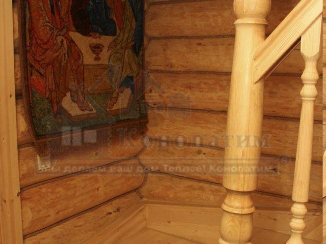Фото-внутренняя конопатка бани ручной рубки в Симагино. Декоративный канат в интерьере бани.