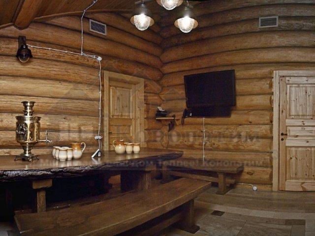 Фото комната отдыха в банном комплексе-внутренняя конопатка сруба бани ручной рубки у метро Озерки.