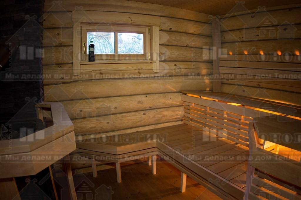 Фото-внутренняя конопатка сруба бани ручной рубки в районе Орехово.