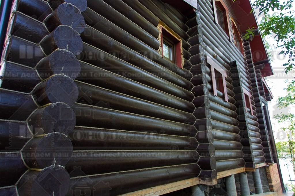 Фото-внешняя конопатка сруба ручной рубки в районе Васкелово.