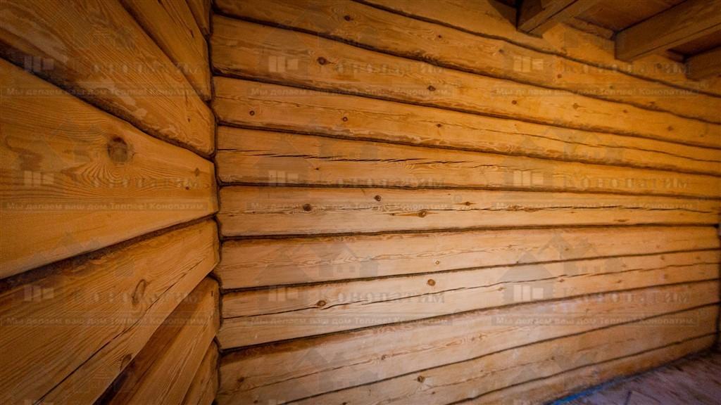 Фото-конопатка внутренних стен лафета в районе Стрельны.