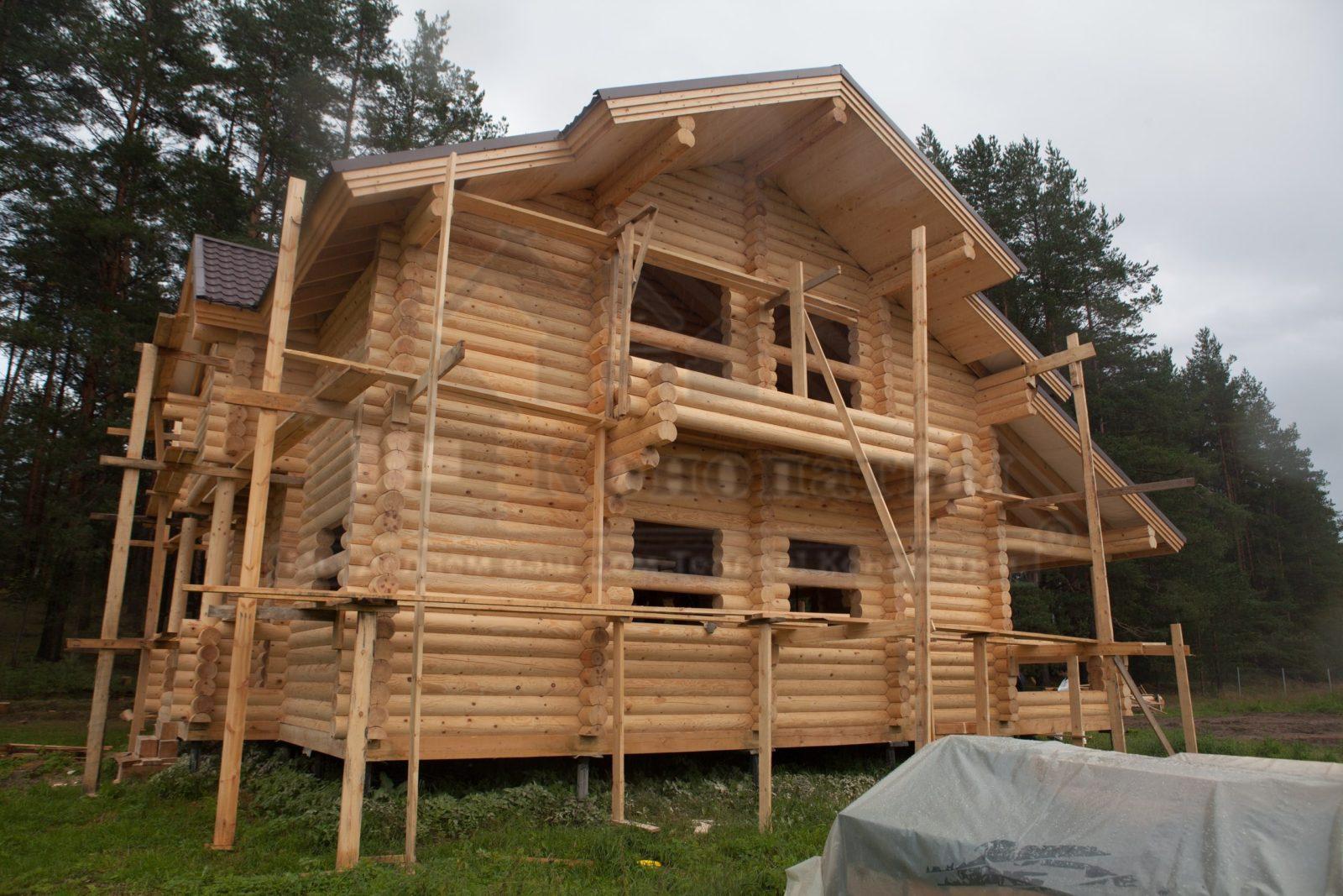 Фото-внешняя шлифовка и обработка стен деревянного дома.
