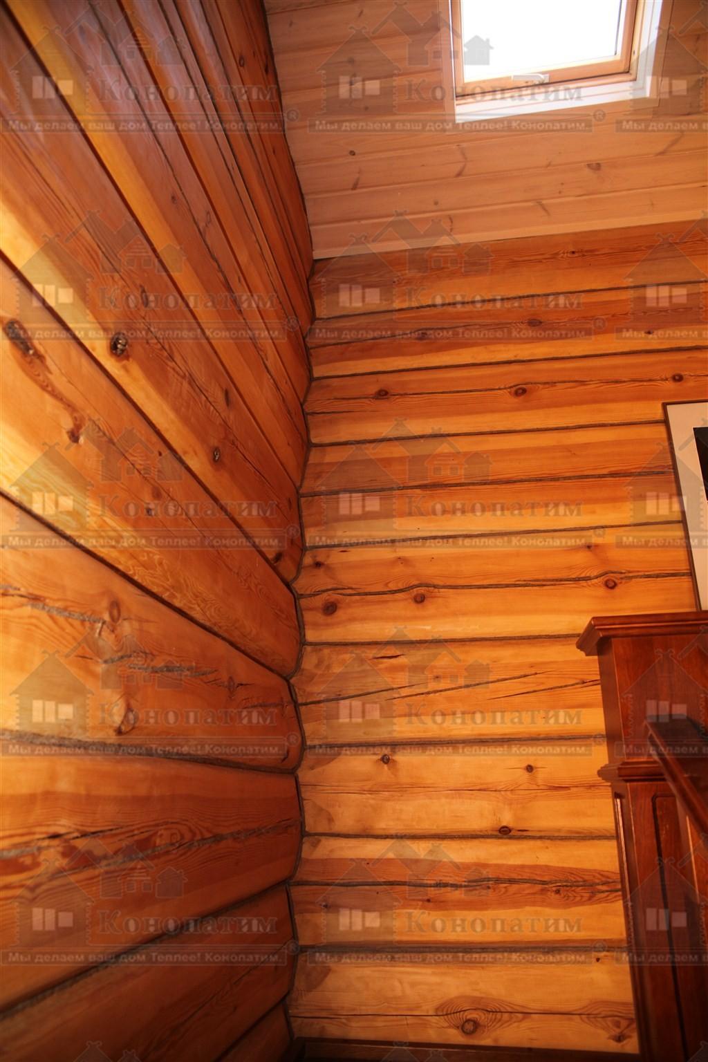 Фото-конопатка внутренних стен дома норвежской рубки в пос. Лебяжье.
