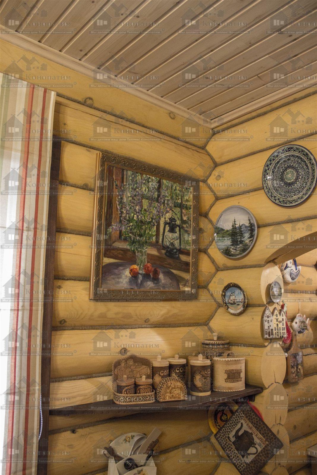 Внутренняя конопатка сруба в Заходском, коллекция тарелок.